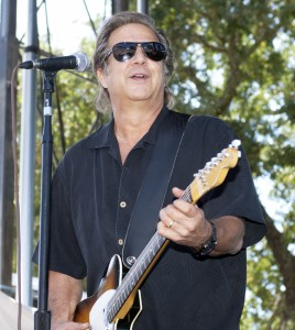 Greg Kihn onstage (photo credit: BR COHN)
