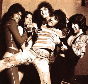 The Sensational Alex Harvey Band (Chris Glen, Hugh McKenna, Zal Cleminson, Alex Harvey, Ted McKenna) (uncredited photo)