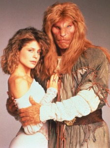 BEAUTY AND THE BEAST (Ron Perlman, in costume, with co-star Linda Hamilton) (publicity photo)