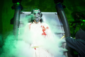 Alice Cooper begins his transformation into the Cooperstein creature (photo credit: OLAF MALZAHN)
