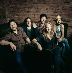 Trigger Hippy (Tom Bukovac, Steve Gorman, Nicj Govrik, Joan Osborne, Jackie Greene) (photo credit: JACOB BLICKENSTAFF