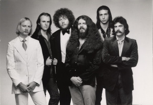 Kansas, circa 1977 (Kerry Livgren, Phil Ehart, Rich Williams, Robby Steinhardt, Steve Walsh, dave Hope) (publicity photo)