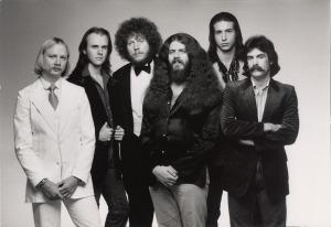 Kansas, circa 1977 (Kerry Livgren, Phil Ehart, Rich Williams, Robby Steinhardt, Steve Walsh, dave Hope) (publicity photo)