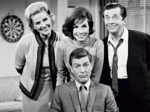 THE DICK VAN DYKE SHOW (Rose Marie, DIck Van Dyke, Mary Tyler Moore, Morey Amsterdam) (publicity still)